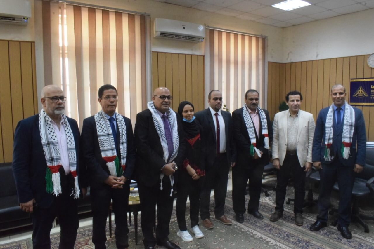 El Gizawy and Samir receive the University Affairs Officer of the Palestinian Embassy